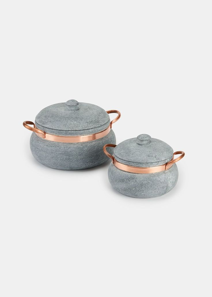 For cooking and serving elegantly, this natural soapstone saucepan and lid with decorative copper handles is just what you need. It retains heat and can keep food warm for up to an hour off the stove. The smaller size is ideal for small portions, while the larger accommodates big batches. It is safe to use with gas and electric ranges and ovens. Soapstone has no taste, which means that it will cook food without ever altering the flavor. Plus, it's naturally non-stick, does not rust, and…