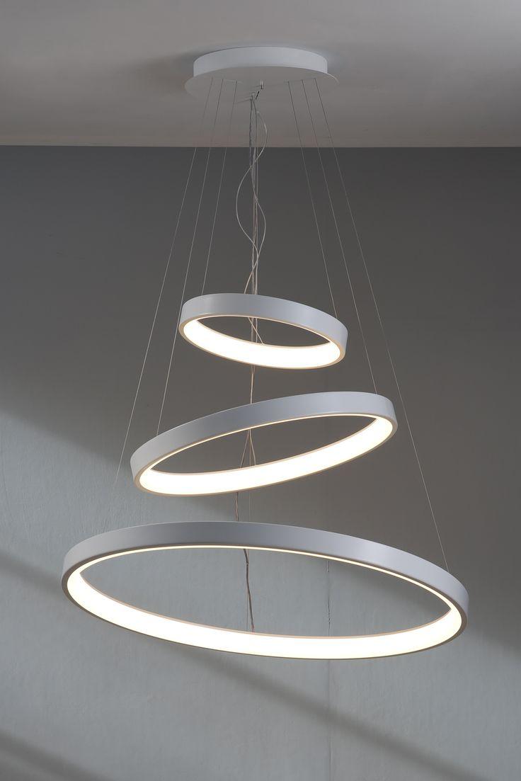 Un anello di luce, leggero sospeso nello spazio, progettata per offrire un minimo impatto visivo. Una cornice esterna in alluminio nel colore bianco segna il suo profilo e una fascia interna in metacrilato opal bianco garantisce un'ottimale diffusione della luce a Led. ALIMENTATORE INTEGRATO NEL CORPO DI ATTACCO AL SOFFITTO. disponibile anche la versione 2086/DIM/BI LUNAOP CON ALIMENTATORE DIMMERABILE SWITCH 2086/DIM/2700/BI LUNAOP CON ALIMENTATORE DIMMERABILE SWI...