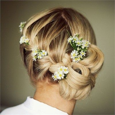 Stacey and Terry had a daisy theme running throughout their wedding day in June 2011. To accessories her look and give her wedding an overall country feel, Stacey wore Daisies in her hair.