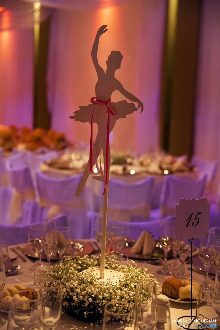 Bailarinas como centros de mesa en el cumple de Clari. marisatenguerian.com
