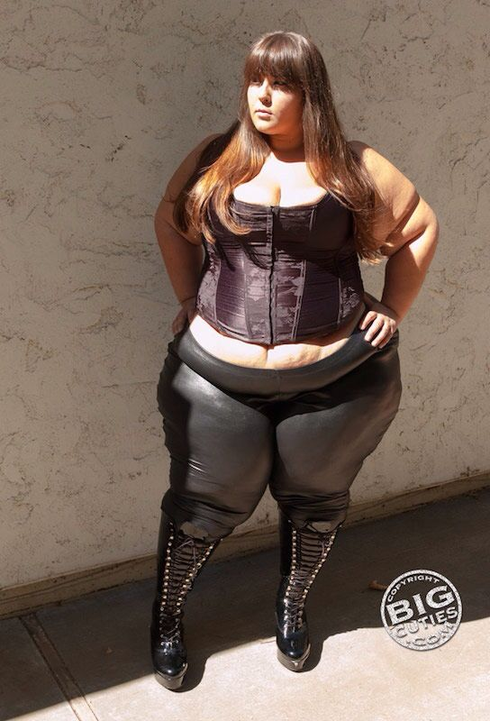 Bbw leather corset