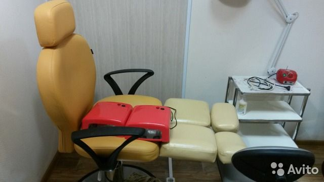 Педикюрное кресло, маникюрный стол, офисный стол — фотография №1