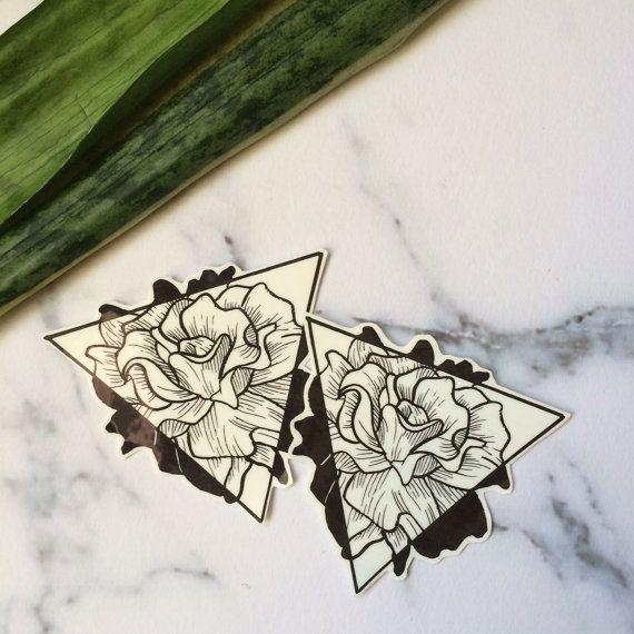Floral Dreieck Tätowierung Blumen Rose Natur schwarz von Tatzarazzi