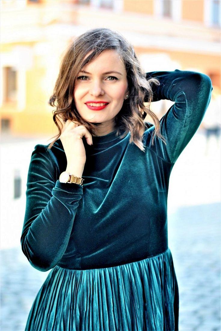 rochie catifea si pliseuri verde smarald NICHI CRISTINA NICHITA