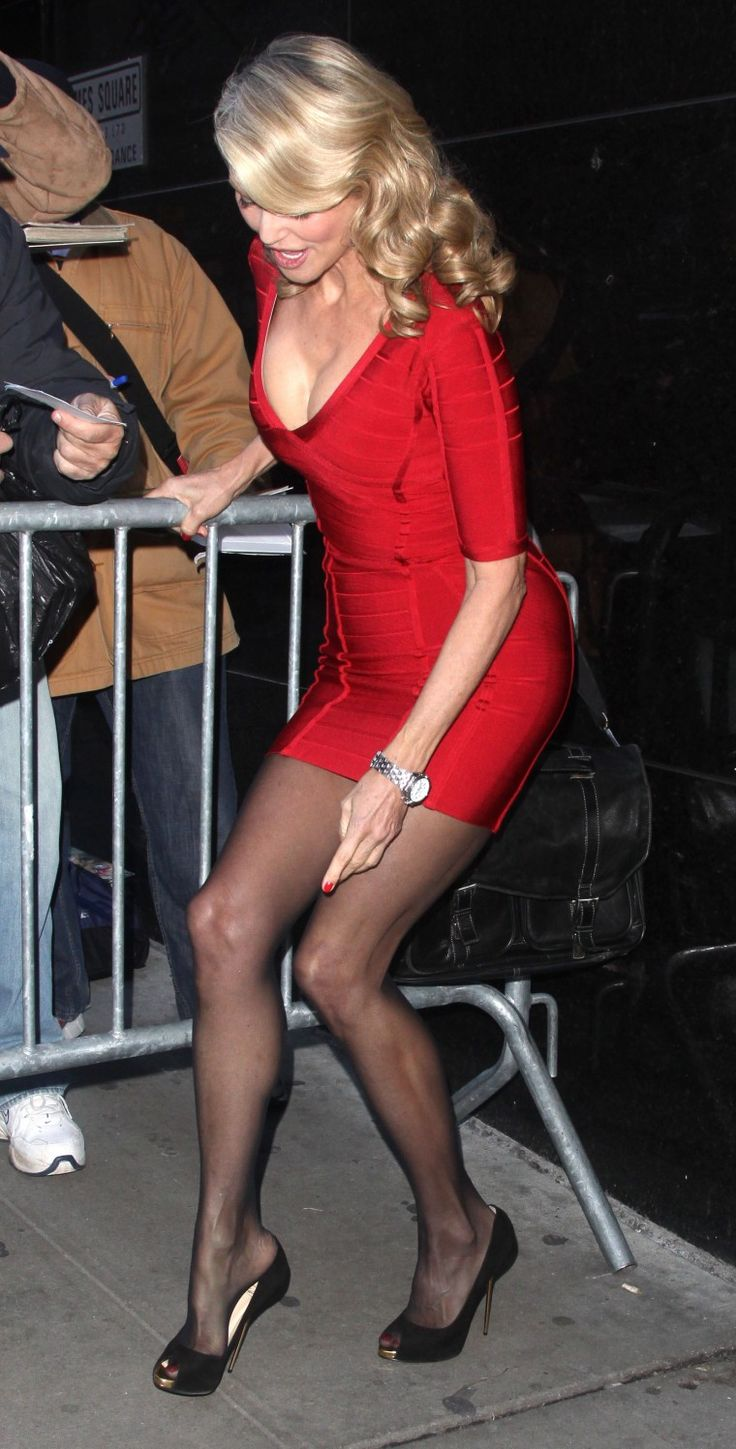 Christie Brinkley Age 61 Loses Shoe Timeless Beauty