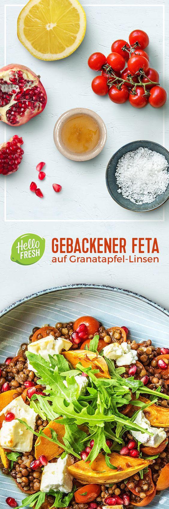 Gebackener Feta mit Honig, auf Granatapfel-Linsen-Gemüse mit Süßkartoffelecken.  Vegetarisch // Gesund