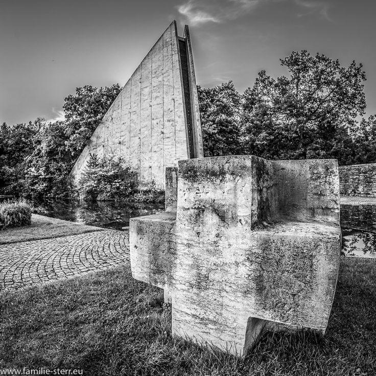 Kreuz und Gedenkhalle Kriegsgräberstätte München