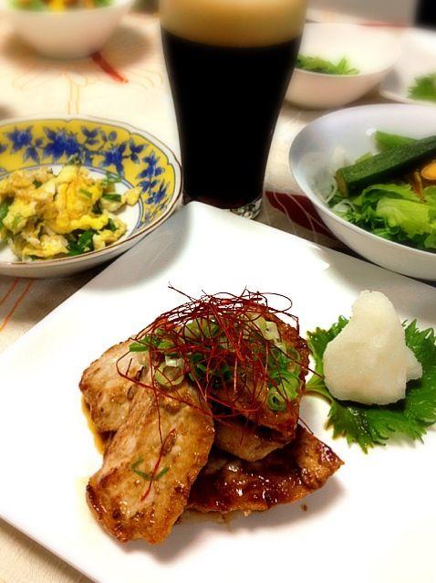 醤油麹の仕込みが間に合わないので市販の醤油麹を使用。 - 130件のもぐもぐ - 豚肉の醤油麹漬け、野菜チップ入りサラダ、ニラの炒り卵、小松菜のからし和え、 by keiyan