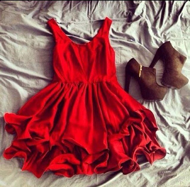 Ooh la la i looovvveeee the dress