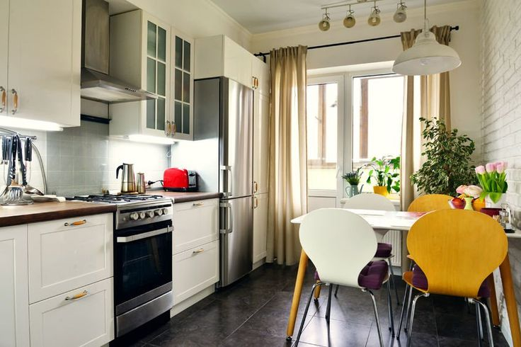 Kolorowa i pełna życia kuchnia rodzinna. #design #urządzanie #urząrzaniewnętrz #urządzaniewnętrza #inspiracja #inspiracje #dekoracja #dekoracje #dom #mieszkanie #pokój #aranżacje #aranżacja #aranżacjewnętrz #aranżacjawnętrz #aranżowanie #aranżowaniewnętrz #ozdoby #kuchnia #jadalnia