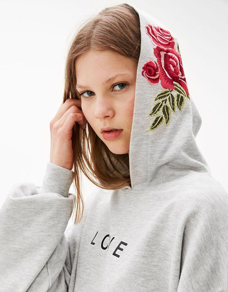Cropped sweatshirt with floral hood - Sweatshirts & Hoodies - Bershka France