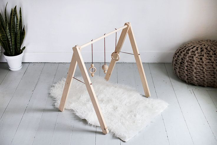DIY Wooden Baby Gym @themerrythought – found this DIY too late. Simple and able to fold be fold up and so it's easy to store.