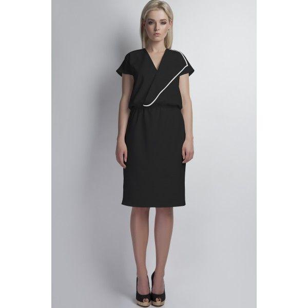 O rochie pretabilă oricărui stil vestimentar, cu o croială lejeră, care îți lasă corpul să respire. Asorteaz-o cu Geanta Paris pentru o ținută business.Rochie dreaptă lungime medieMâneci scurteDecolteu în formă de VSe incheie cu fermoarCusătură elastică în talieȘliț la spateMaterial: 95% poliester, 5% spandexDimensiuni:Mărime36384042Bust90 cm94 cm98 cm102 cmTalie66 cm70 cm74 cm78 cmȘold92 cm96 cm100 cm104 cmLungime104 cm105 cm106 cm107 cm