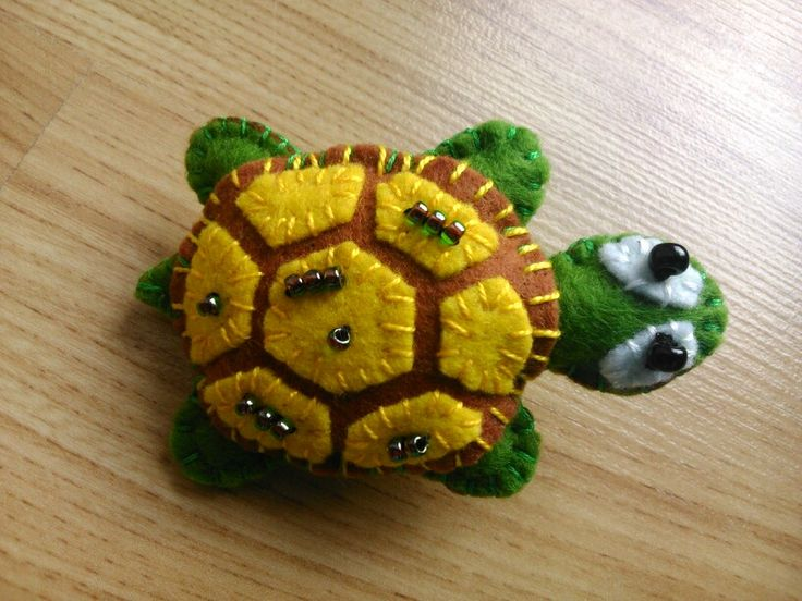 Turtle - felted brooch