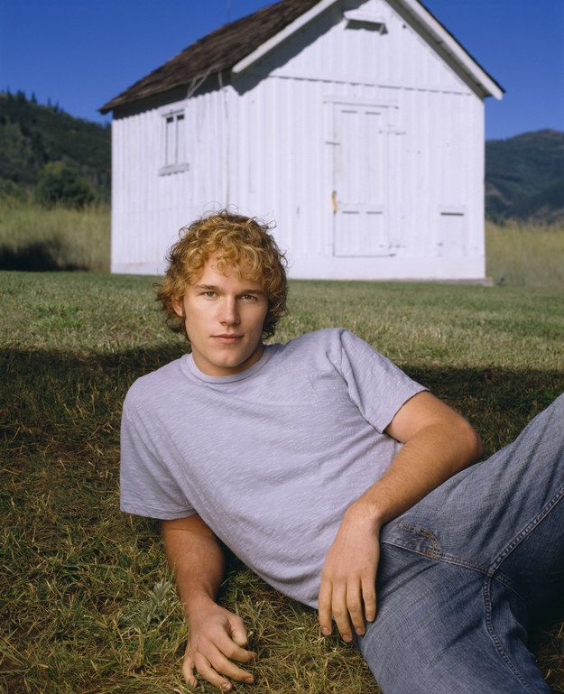 He did things like posing seductively outside sheds. | Mid-'00s Chris Pratt Was The Best Chris Pratt And Here's Why