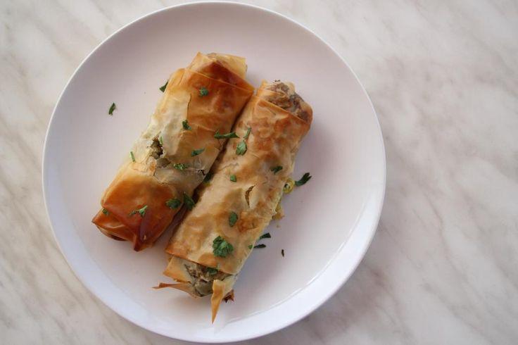 Zin in een lekker Grieks recept? Maak dan eens deze spanakopitakia, oftewel: Griekse spinaziebroodjes! Succes gegarandeerd!