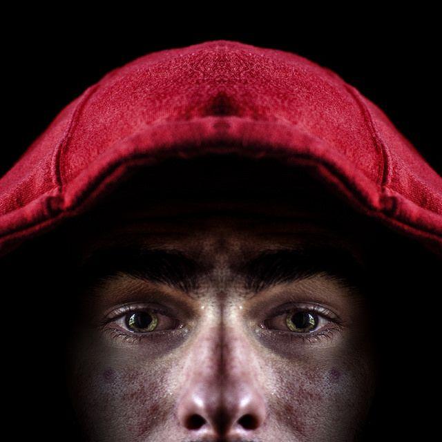 homme capuche rouge low key, symétrie, symmetry 365 days project, Manuel Martinez   http://ememphotographie.wix.com/photo