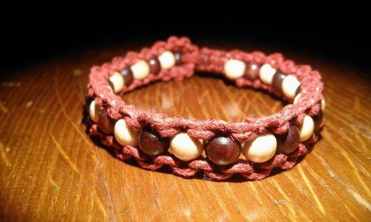 Napřeskáčku+dřevěné+korálky+a+voskovsná+šňůrka+boho+hippie+bracelet+náramek+wooden+macrame