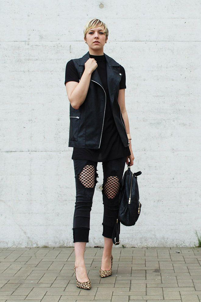 Gewinne eine Destroyed Mesh Jeans! #mesh #fishnet #netz #jeans #destroyed #black #fashion #style #outfit #look #mode #frauen #streetstyle #norden #blogger #fashionblogger #leder #leopard #pumps #heel #rucksack #leather #cool #lässig #sportlich #schwarz #casual