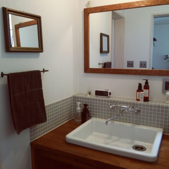 女性で、2LDK、家族住まいのRoomclip Mag/カクダイの水栓金具/リノベーション/実験用シンク…などについてのインテリア実例を紹介。「RoomclipMagの北欧インテリア実例98選に我が家の洗面所を載せて頂いたので、久々に洗面所をパチリ。 変わったのは左側の壁に鏡を追加したくらいですが…。 」(この写真は 2016-06-06 13:58:49 に共有されました)