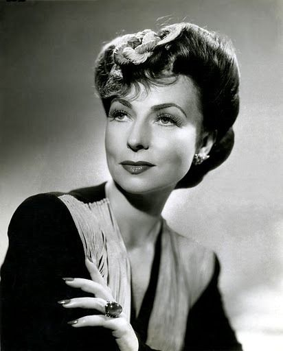 Agnes Moorehead.... Did you recognize her?  Endora...Samantha's mother in Bewitched :)
