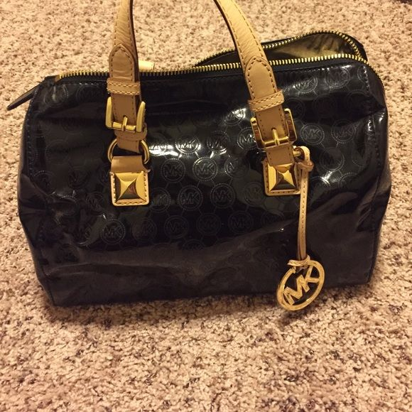 Michael Kors Black Purse! Michael Kors Black Purse, used, good condition, 5 pockets on the inside. Very cute!! Michael Kors Bags