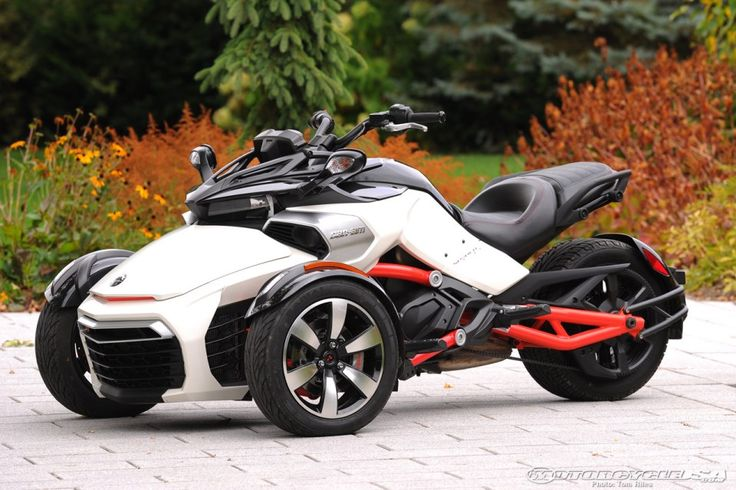 How the 2015 Can-Am Spyder F3 Connects On and Off -Roadsters