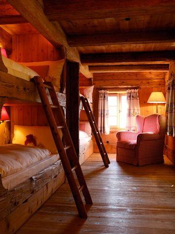 italian-cabin built-in bunk beds