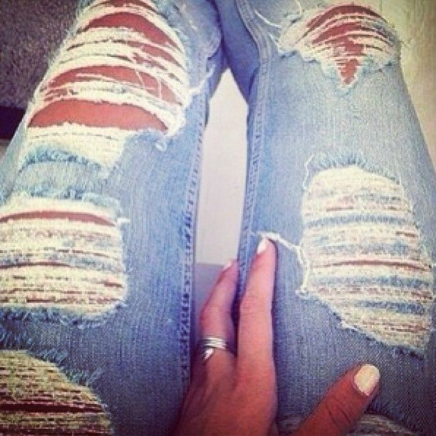 Distressed jeans<3