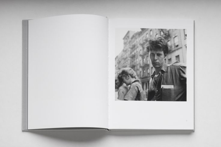 The Beats Limited Edition Box Set #1 Title: THE BEATS Photography of Larry Fink Text: Gerald Stern , Robert Cordier e Larry Fink. Year: 2014 Limited Edition of 25 copies presented in a clothbound box Languages: English Limited edition print: Title: Angel Lust, New York 1958 Edition of 1/25 Pigment Prints presented in a screen printed folder.