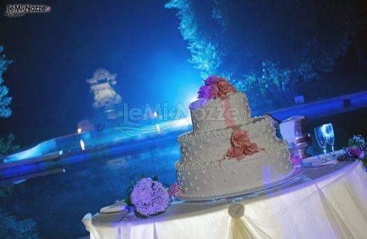 http://www.lemienozze.it/gallerie/torte-nuziali-foto/img36654.html Torta nuziale con fiocco decorato