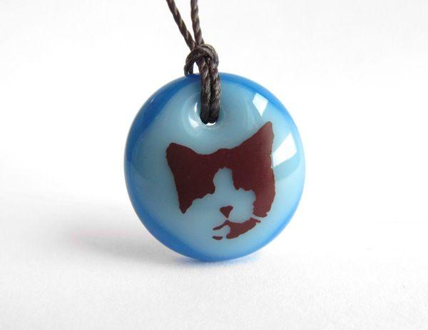 Cat Necklace - handmade in glass by  l e i l a c o o l s