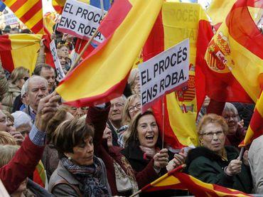 Miles se manifiestan contra la independencia de Cataluña :: El Informador