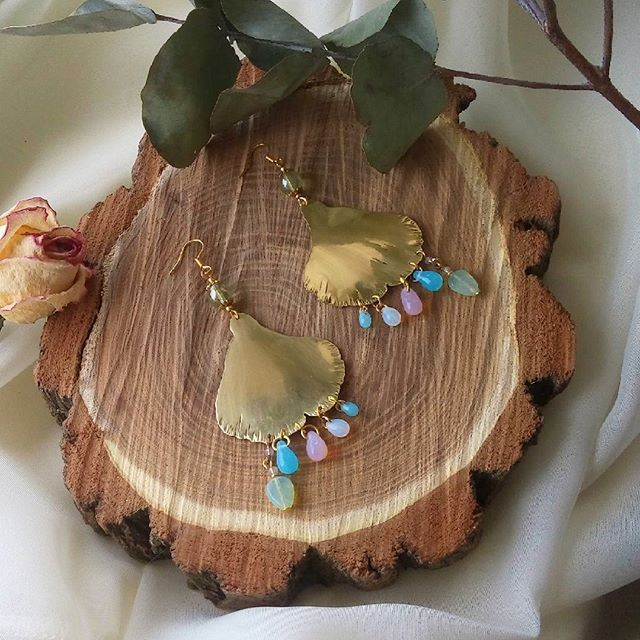 A small #bouquet of #apple #blossom , a #sent of #tulips and an #elusive #sakura - #brass #earrings with #czechbeads 💐 Небольшой #букет из соцветий яблонь,  аромата тюльпанов и неуловимости сакуры #ruchnie_vechi #brassjewelry #rustic #boho #ethnic #petals #pink #blue #green #серьги #латунныеукрашения #чешскоестекло #лепестки #весна #рустик #этника #бохо #madeinukraine #handmadedesign