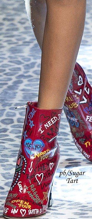 ƱɳỈϑҽƦʂσ ƒҽɱỈɳỈɳσ...  Dolce & Gabbana - Fall 2017