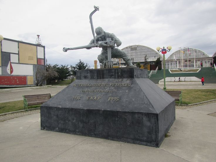 Homenaje al Trabajdor del Petroleo. Enap. Cerro Sombrero. Tierra del Fuego. XII Región de Magallanes. Chile.