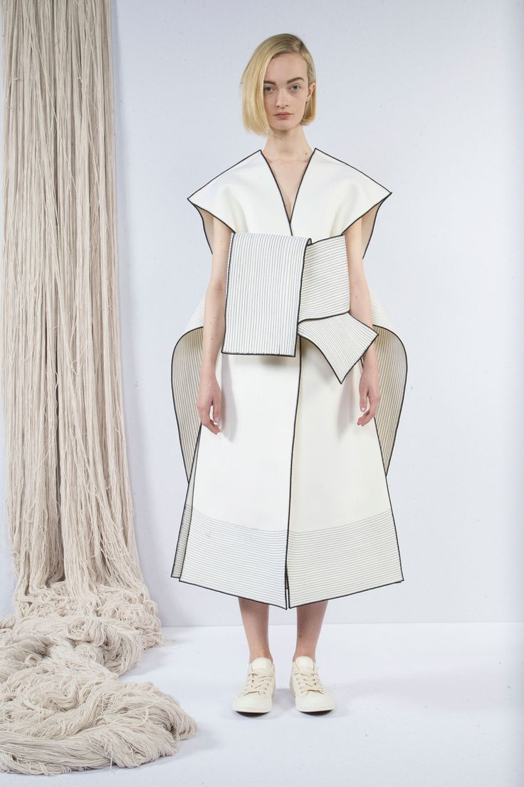Sculptural Fashion - clean white dress with graphic outline detail; creative fashion // Claudia Li Fall 2016