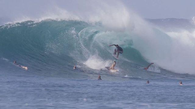 "HONOLUA BAY – WHITE BOARD WEDNESDAY (3min) * – Place – Honolua Bay, Maui, Hawaii * – Surfers – Kevin Sullivan (@kevinsullivan_) Ian Gentil (@iangenti) Ocean Macedo (@ocean__macedo) Coconut Willie (@coconut_willie) Wes Larsen (@westooth) Paige Alms (@paigealms) and more * – Film/Edit – Elliot Leboe (@acl_cinema) * – Music – ""Girlfriend"" by TY Segall * – Year – 2017 * FULL VIDEO on nobodysurf.com (link in bio)  #surf #surfer #surfing #surfvideo #surfvideos #wave #waves #nature #beach #sea #vid"