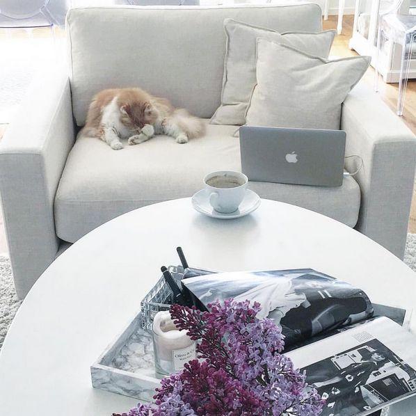 Valen linnefåtölj i vitt. Linne, fåtölj, möbler, inredning, vardagsrum, sovrum, loveseat, djup. http://sweef.se/fatoljer-puffar/164-valen-fatolj-i-linne.html