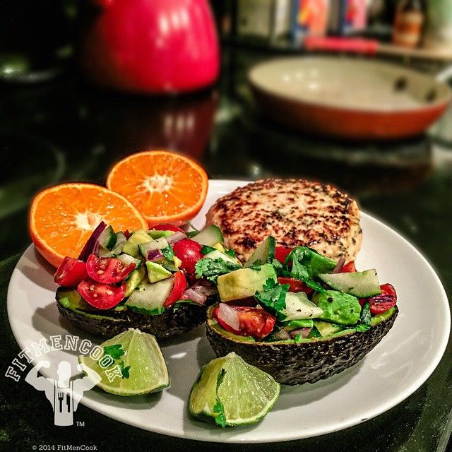 12-minute meal for #dinner: stuffed avocado with cucumber, tomatoes, cilantro & lime; chicken burger with garlic, onions and italian seasoning; mandarin orange. Having just returned from out of town, I don't have any food prepped so I rely on quick recipes to keep me from grabbing fast food, especially after LONG work days like today. I filmed for 4 hours today only to have to reshoot everything tomorrow. Not gonna lie - the frustration had me craving a greasy burger (#comfortfood), but I…