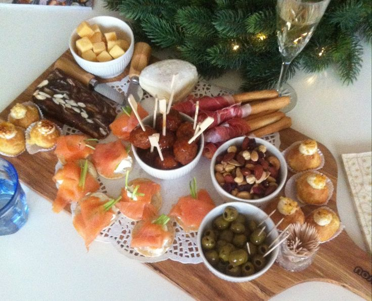 Wil jij fit de kerst doorkomen? Makkelijk! Fit Girl Roos deelt haar mening en tips. PS kerstkransjes en kaasplankjes zijn inclusief dit jaar!