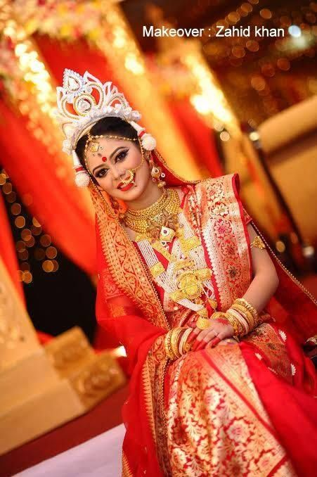 Bengali Bride Look - Traditional Banarasi Saree, Mukut ( Crown ), Shindoor, Shakha Pola (Traditional bangles)