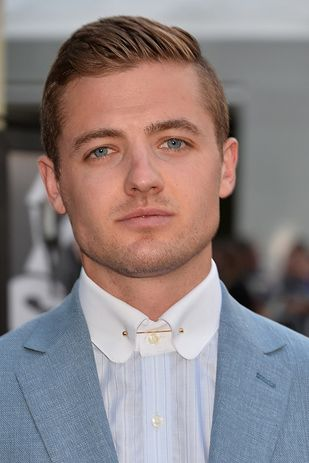 Love David Beckham? Of course you do. Say hello to Robbie Rogers. | If Spotify Recommended Hot Guys Instead Of Music