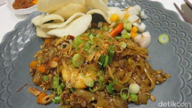 Menu oriental seperti Kway Teow Goreng Vongole dan Shrimp juga ada di AMKC Atelier. Kwetiau yang lembut mulur berisi udang dan kerang remis. Lengkap dengan potongan wortel, buncis, dan daun bawang