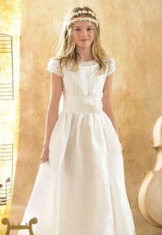 Cuerpo con brillo - Los vestidos de comunión para niña más bonitos