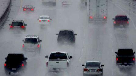 zaracear Del lat. circius 'cierzo'. Verbo intransitivo impersonal. Neviscar y lloviznar con viento. http://unapalabraldia.es/zaracear/