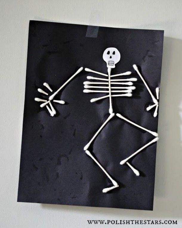 BSO activiteit. Maak van wattenstaafjes een skelet op zwart papier.