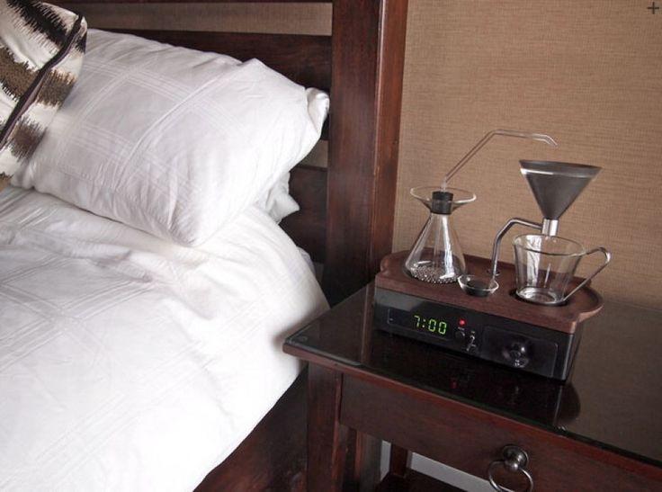 #JoshuaRenouf ha inventato #Barisieur. L'invenzione del designer inglese consiste in una sveglia che non appena si attiva, all'ora programmata, contemporaneamente prepara il #caffè! Bella idea!