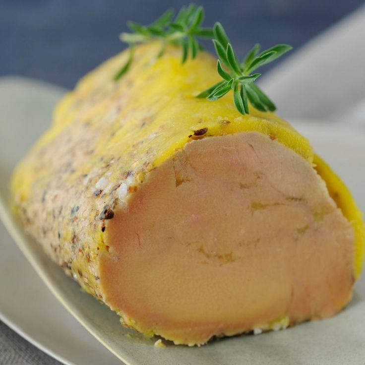 Découvrez la recette Foie gras au torchon sur cuisineactuelle.fr.