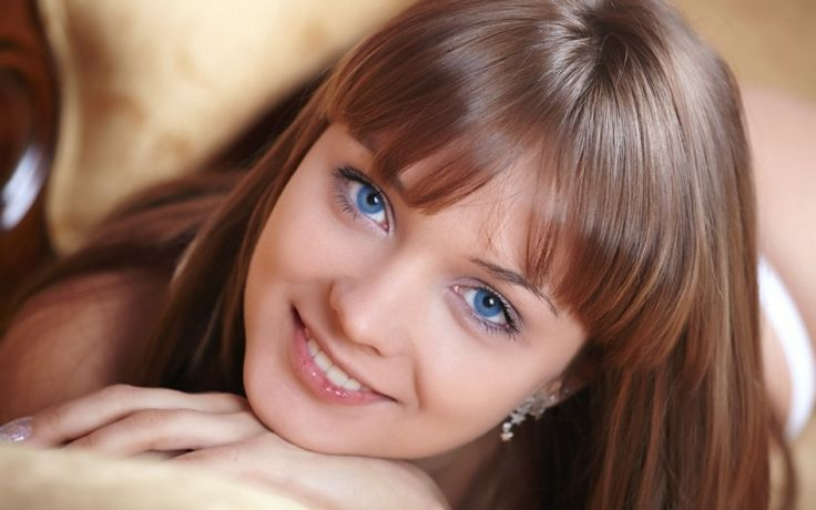 Quelle couleur de cheveux pour yeux bleus : le blond cuivré cendré